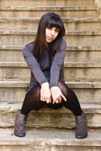 Timidité : portrait d'une femme timide