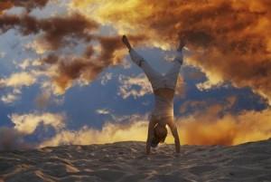 Image illustrant une personne épanouie, symbole de l'objectif des ateliers proposés en développement personnel